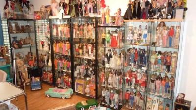 Raum voll Puppen